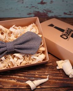 Papion bowtie cheag diamond men Coconut Flakes, Kite, Gift Wrapping, Diamond, Paper, Men, Paper Wrapping, Wrapping Gifts, Diamonds