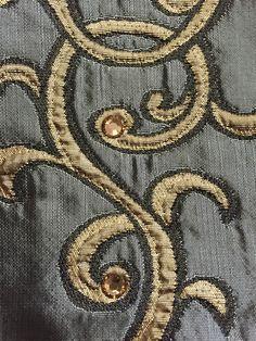 Édition de tissus exclusive Pascale Gontier avec les célèbres cristaux Swarovski. #pascalegontier #cristaux #swarovski #tissus #édition #décoration #deco #luxe
