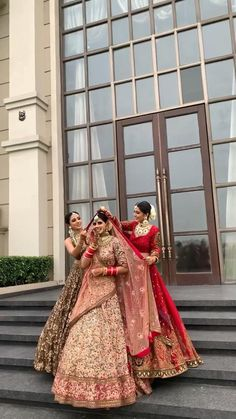 Party Wear Indian Dresses, Indian Bridal Outfits, Indian Bridal Fashion, Indian Bridal Wear, Wedding Dresses For Girls, Bridal Dresses, Indian Wedding Bridesmaids, Indian Wedding Video, Wedding Lehenga Designs