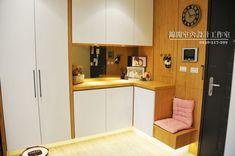 Hallway Designs, Corner Desk, Kitchen Cabinets, Warm, Interior Design, Simple, Furniture, Home Decor, Corner Table