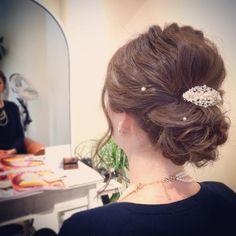 today's hair style☆ シンプルシニヨンにパールが可愛いスタイル。 あまりボリュームは出さずに表面に動きを出して☆. . #ヘアセット #セット #ヘアアレンジ #アレンジ #アップスタイル #シニヨン #波ウェーブ #ツイスト #ねじねじ #ふわふわ #モフモフ #シンプル #結婚式 #ルーズ #フェミニン #ブライダル #パーティー #二次会 #ありがとう #京都 #京都駅前 #美容室 #t2style #love #courarir #courarirhair #courarirkyotoekimae #courarirhairkyotoekimae