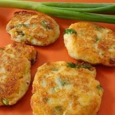 Fried mashed potato cakes with pork rinds! Mexican Cooking, Mexican Food Recipes, Chilean Recipes, Chilean Food, Cooking Recipes, Vegan Recipes, Latin Food, Mexican Dishes, Love Food