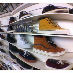 Pensez à bien vous chausser #vans #vansoffthewall #shoes #sneakers #tbt #photooftheday #pictureoftheday