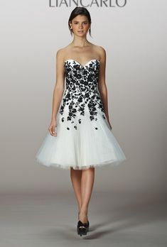 5bff019325a6d1 21 Best Your perfect wedding dress images