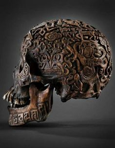 Human bones are regularly used in the rituals of Tibetan Vajrayana Buddhism. check out the wonderful carving. Memento Mori, Art Premier, Human Skull, Vanitas, Skull And Bones, Skull Art, Metal Skull, Skull Decor, Oeuvre D'art