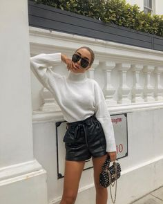 45 Outfit Ideas to Look Chic While Wearing Shorts in Winter Mode Outfits, Short Outfits, Trendy Outfits, Fashion Outfits, Winter Shorts Outfits, Winter Outfits, Outfit Summer, Look Fashion, Trendy Fashion