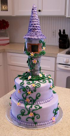 A creative and cute Tangled birthday cake! Pretty Cakes, Cute Cakes, Beautiful Cakes, Amazing Cakes, Girly Cakes, Rapunzel Torte, Bolo Rapunzel, Rapunzel Birthday Party, Tangled Party