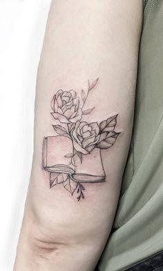 geometric line tattoo Geometric Line Tattoo, Geometric Tattoo Pattern, Abstract Tattoo Designs, Dna Tattoo, Book Tattoo, Arcade, Piercings, Tattoo Studio, Teacher Tattoos