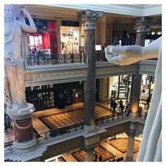 I love the Forum shops especially because it's home to my favourite @Sephora as well as @cheesecakefactory. Makeup and cake who could want anything more!