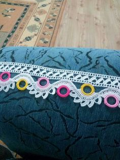 This Pin was discovered by Müg Crochet Boarders, Crochet Edging Patterns, Crochet Lace Edging, Crochet Art, Crochet Designs, Crochet Doilies, Crochet Flowers, Knitting Patterns, Creative Embroidery