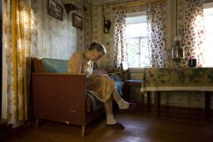 Фотопроект о русских бабушках получил грант — Надя Саблин выиграла право на бесплатное издание книги о жизни двух старушек в российской глубинке и премию $3000.