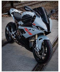 Triumph Motorcycles, Yamaha Bikes, Cool Motorcycles, Indian Motorcycles, Bike Bmw, Moto Bike, Motorcycle Bike, Motorcycle Quotes, Bicycle Helmet