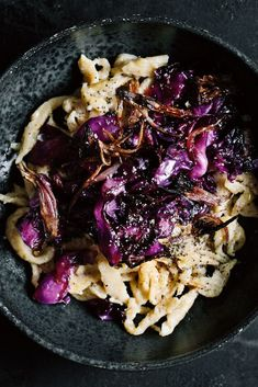 Spaetzle with roasted red cabbage Rezepte Roasted Red Cabbage, Cooked Cabbage, Vegan Appetizers, Appetizer Recipes, Drink Recipes, Pizza Rapida, Healthy Potatoes, Healthy Casserole Recipes, Eating Organic
