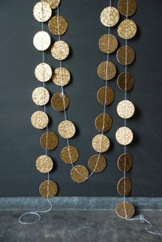 could easily make circle garland like this - maybe 2-sided?