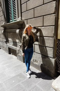 Summer is coming and, since I have green eyes and very pale skin, my first concern is to look for sunglasses that cover and protect my face and eyes as well as possible during summertime, without forgetting to add a touch of glamour to my outfits>>