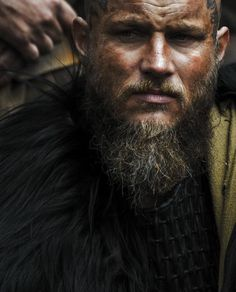 Adriana 20 Middle Earth // Vikings // Nature // Tolkien // Metal // Arts // Science // Animals If you have a comment or just want to talk me feel free to do so 😊 Vikings Tv Show, Ragnar Vikings, Travis Vikings, Vikings Time, Vikings Travis Fimmel, Norse Vikings, Viking Shop, Viking Age, Bracelet Viking