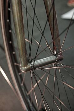 Bicycle front wheel with no visible bolting or clamping system