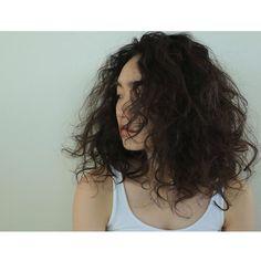 【セクシー度アップ!】黒髪でミディアムヘアならパーマをかけてみよう  - Peachy - ライブドアニュース Short Wavy Haircuts, Permed Hairstyles, Short Curly Hair, Curly Hair Styles, Wavy Hair Perm, Waves Curls, Hair Images, Hair Looks, Hair Inspiration