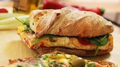 Best breakfast ever according to Fürdős Zé - frtitatta sandwich Best Breakfast, Breakfast Recipes, Breakfast Ideas, Hungarian Recipes, Hungarian Food, Salty Foods, Frittata, Ciabatta, Salmon Burgers
