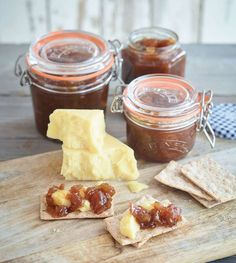 Preserve autumnal fruits with this apple and pear relish from Kilner, perfect for adding to meat sandwiches or serving with cheese. Pear Relish, Ginger Chutney, Apple Chutney, Chutney Recipes, Pear Recipes, Gourmet Recipes, Curry Recipes, Gourmet Foods, Vinegar
