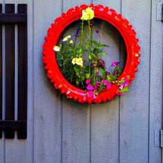 Suspension fleurs en pneu