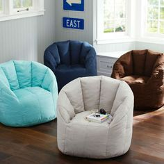 Fill Your Living Room with These Big Cushy Modern Chairs #upholsteredchairs #modernchairs #chairdesign velvet chair, velvet armchair, living room chairs | See more at: http://modernchairs.eu/fill-your-living-room-with-these-big-cushy-modern-chairs/