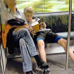 Joven lector disfruta de #harrypotter en el metro de #Berlin #GenteLeyendo…