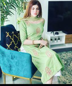Beautiful Girl Wallpaper, Latest Celebrity News, Sari, Celebrities, Beauty, Pakistani, Fashion, Saree, Moda