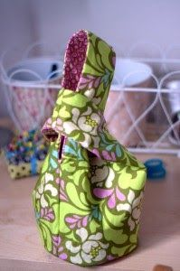I have spent most of Cohen's nap time creating this ADORABLE japanese knot bag from this tutorial . I like to browse online for sewing tutor...