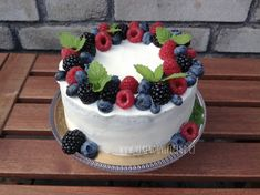 Berry Chantilly Cake, Home Bakery Business, 90th Birthday Cakes, Cake Decorating Videos, Holiday Cakes, Aesthetic Food, Baked Goods, Cake Recipes, Food And Drink