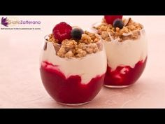 Coppette allo yogurt con frutti di bosco