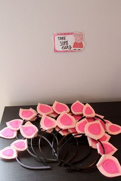 Check out the coolest peppa pig birthday party favors for kids. Fun, easy and exciting peppa pig party favors from treats to toys for your special occasion. All the children will enjoy these ideal peppa pig gifts for a thank you. Pig Birthday Cakes, Farm Birthday, Third Birthday, 3rd Birthday Parties, Diy Birthday, Birthday Party Decorations, Pig Decorations, Birthday Outfits, Party Themes