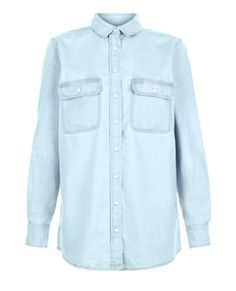 Double up on your denim by pairing this Light Blue Denim Oversized Long Sleeve Shirt with ripped skinny jeans and finish with block heel ankle boots for an edgy look. Oversized Long Sleeve Shirt, Blue Long Sleeve Shirt, New Look Trends, Hilary Duff Show, Teen Guy Fashion, Blue Denim Shirt, Ripped Skinny Jeans, Shirt Blouses, Ideias Fashion