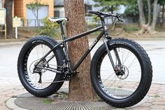 "This is the Surly Moonlander. The tire specs are ""Surly Big Fat Larry, 26 x… Old Fashioned Bike, Surly Bike, Giant Bikes, Power Bike, Push Bikes, Fat Bike, Bike Style, Cool Bicycles, Bike Design"