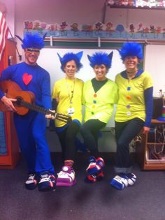 Check out what a Kindergarten teacher team created for Halloween… Easy Book Character Costumes, Book Costumes, Cat Costumes, Costume Ideas, Teacher Halloween Costumes, Halloween Fun, School Fun, School Days, Pete The Cat Costume