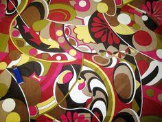 Хлопковый вельвет Pucci. Достаточно крупный рубчик, шелковистая фактура, яркие краски, узнаваемый принт) Прекрасный вариант для запоминающегося жакета или пальто 650