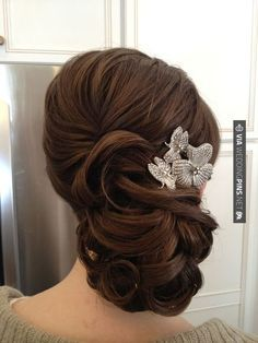wavy wedding updo hairstyles with headpiece / http://www.himisspuff.com/bridal-wedding-hairstyles-for-long-hair/43/