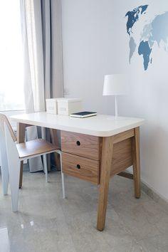 B03 desk / solid + laqcuered + oak veneer