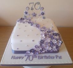 Lilac flower cake to celebrate a 70th birthday