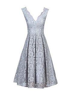 Scalloped V Neck Lace Prom Dress