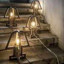 Când seara e luminată minimalist – industrial, de Haim Evgi.