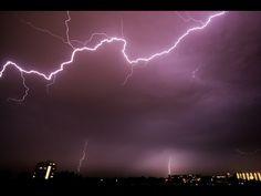 OVNIS golpeados por rayos, durante tormenta eléctrica. En serio! - YouTube