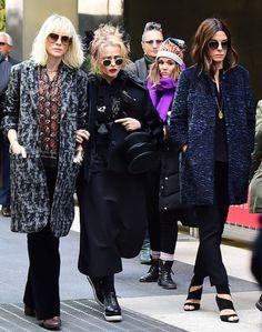Helena Bonham Carter Joins Sandra Bullock and Cate Blanchett on the Set of Ocean's 8 Helena Bonham Carter, Sandra Bullock, Looks Street Style, Looks Style, My Style, Girl Style, Jesse James, Ocean's Eight, Marla Singer