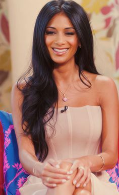 the only thing making me want to stay dark headed, her hair! too bad mine doesn't look like this though.