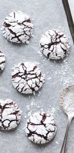 These fudgy and chewy Chocolate Crinkle Cookies are a delicious treat at Christmas or any time of the year! Tips and tricks for the perfect Chocolate Crinkle Cookies (or Snowcap Cookies). Chocolate Christmas Cookies, Chocolate Crinkle Cookies, Chocolate Crinkles, Best Christmas Cookies, Holiday Cookies, Christmas Baking, Christmas Cookie Boxes, Christmas Christmas, Fudge