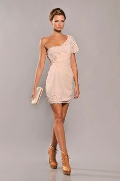Soo in love with this! The perfect amount of embellishment