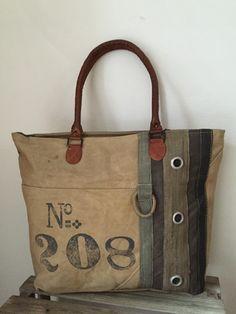 colmore vintage canvas tas. Meer modellen op de website www.zuzzenzowonen.nl