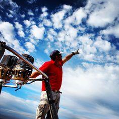 ¿Qué hay que hacer para obtener el título de piloto de globo y la vigencia de la licencia?  http://www.facebook.com/siempreenlasnubes.volarenglobo   Información y reservas para volar en globo:  http://www.siempreenlasnubes.com