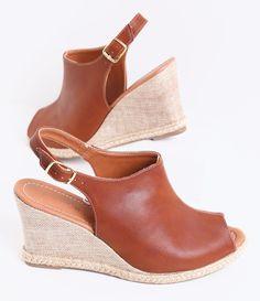 Sandália feminina  Anabela  Marca: Satinato  Material: Couro       COLEÇÃO VERÃO 2016     Veja outras opções de   sandálias femininas.      Sobre a marca Satinato    A Satinato possui uma coleção de sapatos, bolsas e acessórios cheios de tendências de moda. 90% dos seus produtos são em couro. A principal característica dos Sapatos Santinato são o conforto, moda e qualidade! Com diferentes opções e estilos de sapatos, bolsas e acessórios. A Satinato também oferece para as mulheres tudo que…