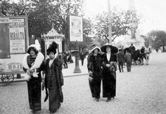 1912 Ladies on their Sunday Walk, Avenida da Liberdade, Lisbon Most Beautiful Cities, Life Is Beautiful, Old Pictures, Old Photos, Cheap Caribbean Islands, History Of Portugal, Sintra Portugal, Historical Women, Mystery Of History